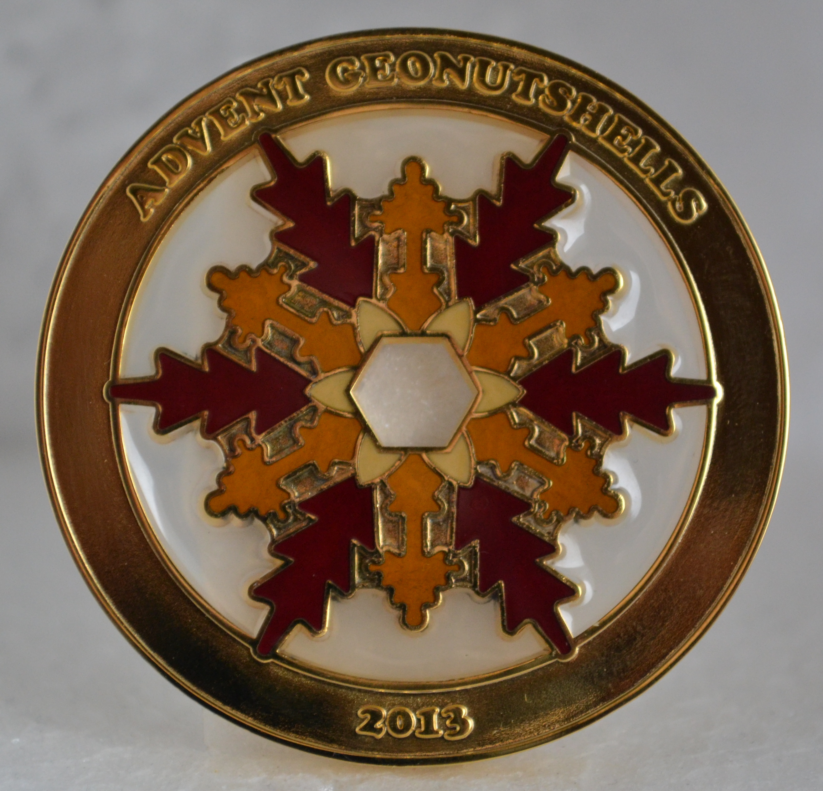 Advent Geonutshells 2013 Geocoin - gold